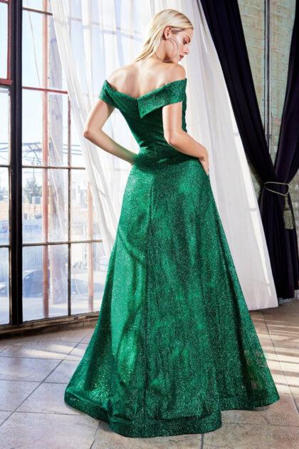 El color Emerald Green de este vestido de gala en Venezuela está disponible únicamente bajo pedido - Resérvalo hoy online