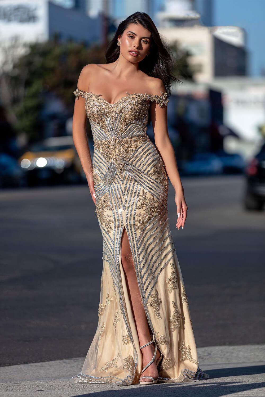 Todas las miradas estarán sobre ti con este impresionante vestido de fiesta. Consíguelo en nuestras tiendas boutique de la Isla de Margarita y próximamente en Caracas, Venezuela