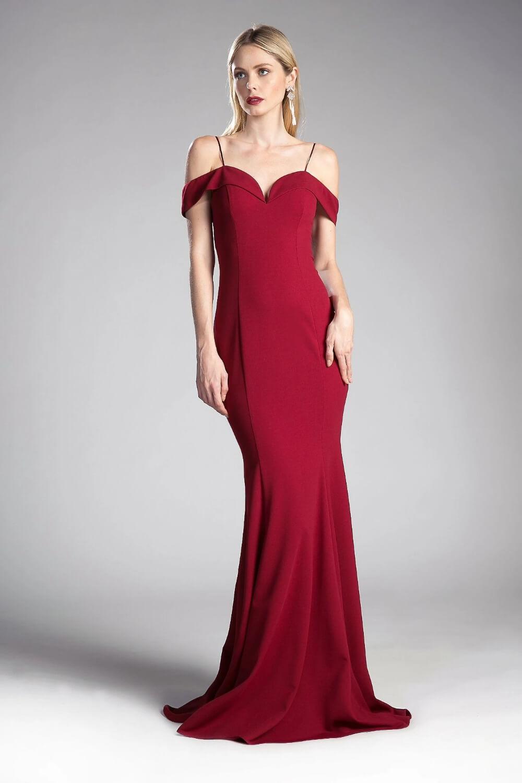 El color rojo borgoña de este vestido largo de fiesta se encuentra disponible solo bajo pedido - Evening Dress Boutique