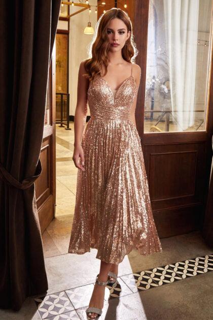 ¿Eres invitada a un boda? Brilla desde todos los ángulos con este vestido de lentejuelas con cada paso que das