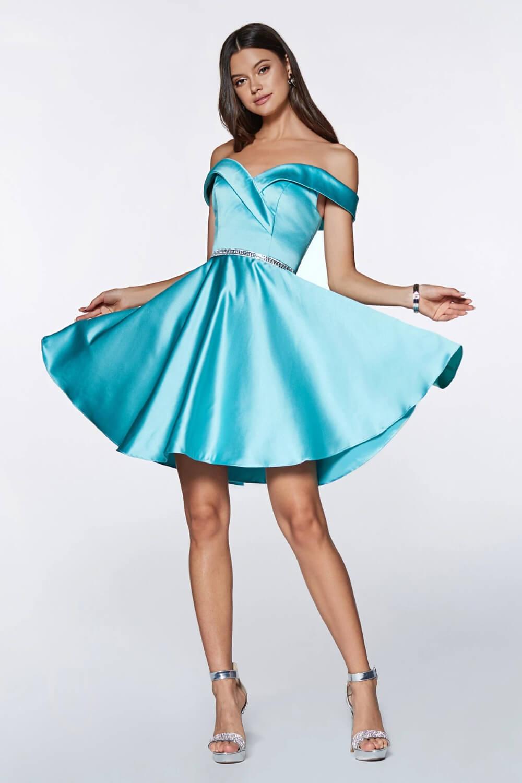 Vestidos de fiesta cortos off shoulders, con tela de satén, consíguelos en nuestras tiendas boutique en la Isla de Margarita y próximamente en Caracas