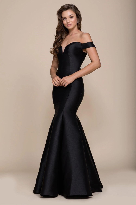 Luce una belleza intemporal con este vestido de sirena con hombros descubiertos y espalda en V