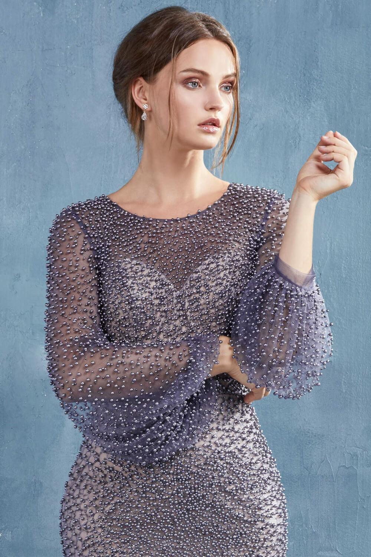 Detalles del vestido de fiesta Rhona, modelo con perlas y tela con transparencia - Para un look elegante y solemne, ideal para la madre de la novia - Evening Dress Boutique