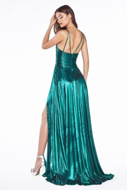 Los vestidos de fiesta de Evening Dress Boutique son apropiados para una cena de negocios, una boda, fiesta de graduación, una celebración, una fiesta o cualquier otro evento importante