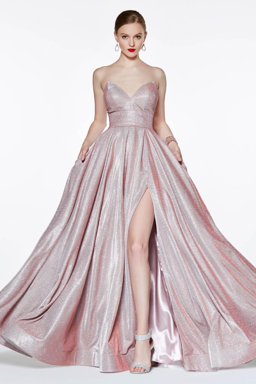 Tenemos la más amplia colección de diseños de vestidos de gala, exclusivos y únicos, al mejor precio