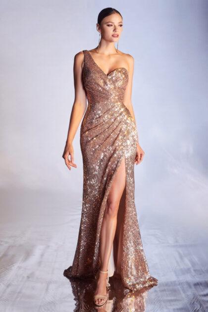 El color rose gold de este vestido de fiesta de lentejuelas está disponible solo en backorder, es decir, bajo pedido. Agenda tu cita para conseguir tu vestido ideal en tu talla y color deseado
