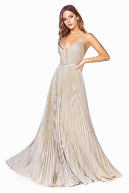 Escote en V profundo con paneles transparente de ilusión - Evening Dress Boutique - Vestido metálico iridiscente corte A