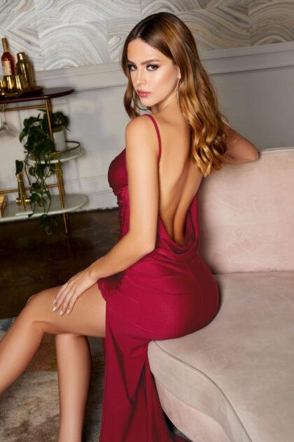 Luce romántica, cautivadora y atractiva con este vestido de fiesta en Venezuela - Colección 2021 Evening Dress Boutique