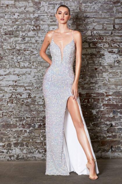 Entre los vestidos de fiesta más elegantes destaca el modelo Evangelina, deslumbra belleza con su espectacular acabado en lentejuelas de color opal