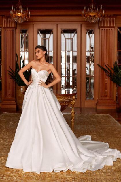 Las novias modernas eligen un corte elegante y materiales espectaculares para crear un look de boda memorable en Venezuela