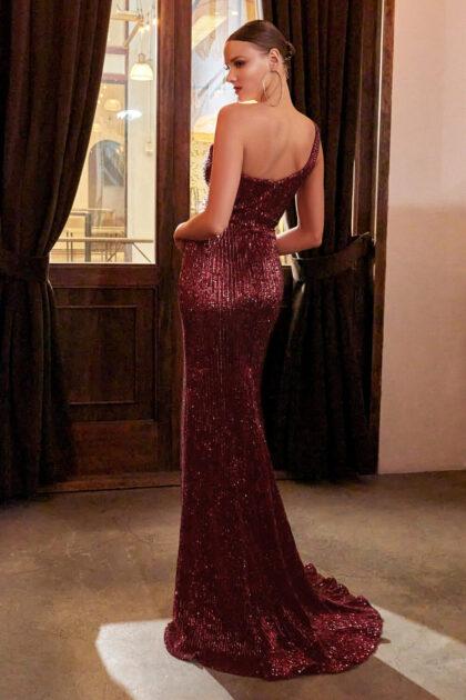 Vestidos de fiesta corte columna con escote corazón de diseño asimétrico de un solo hombro. Disponible en Venezuela con Evening Dress Boutique