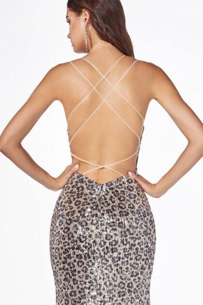 Espalda completamente descubierta con tirantes cruzados estilo criss cross, luce sexy, romántica y atractiva con este vestido de fiesta largo en Venezuela: Evening Dress Boutique