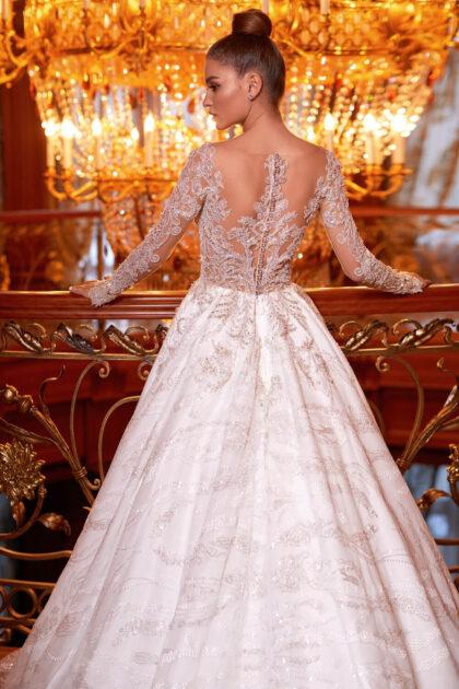 Este lujoso vestido de novia de silueta A es una verdadera encarnación de la gracia y la nobleza - Bridal Room Boutique Venezuela - Marca Pollardi