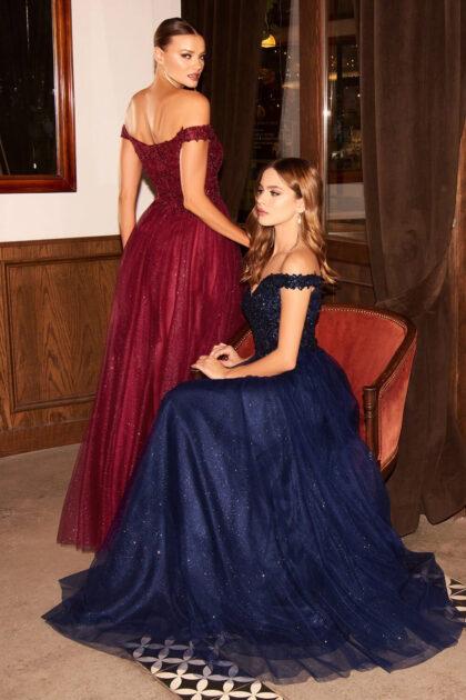 Si buscas verte elegante y sofisticada, te encantará este vestidos de fiesta, los detalles de lentejuelas y pedrería del escote son una maravilla