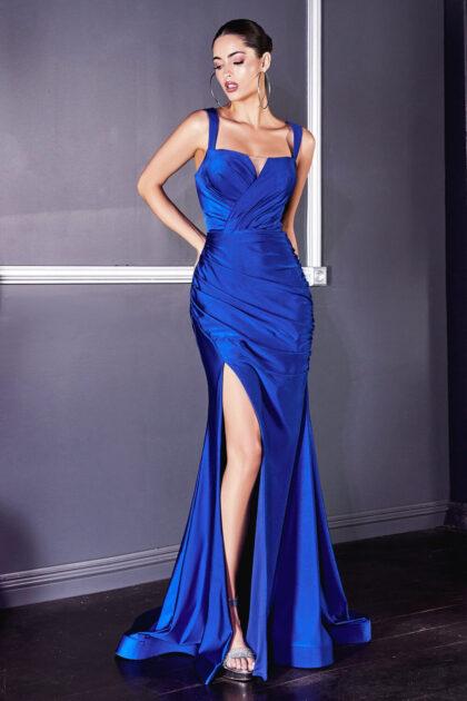 Vestido de satén ajustado con abertura, corpiño sin mangas y con escote en V, consíguelo en Venezuela con Evening Dress Boutique