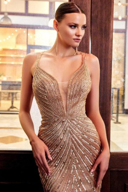 Conviértete en el centro de atención con este vestido de fiesta largo sin mangas y con escote en V profundo: Evening Dress Boutique Venezuela
