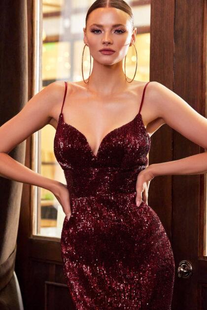 Vestido de lentejuelas entallado con escote corazón, color rojo borgoña, o burgundy. Consulta online la disponibilidad de tallas y colores
