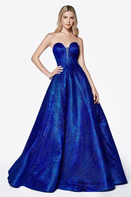El color Royal Blue del vestido de fiesta Amara está disponible solo bajo pedido. Solicita una cita con Evening Dress Boutique y enamórate de nuestro catálogo de vestidos de gala en Venezuela