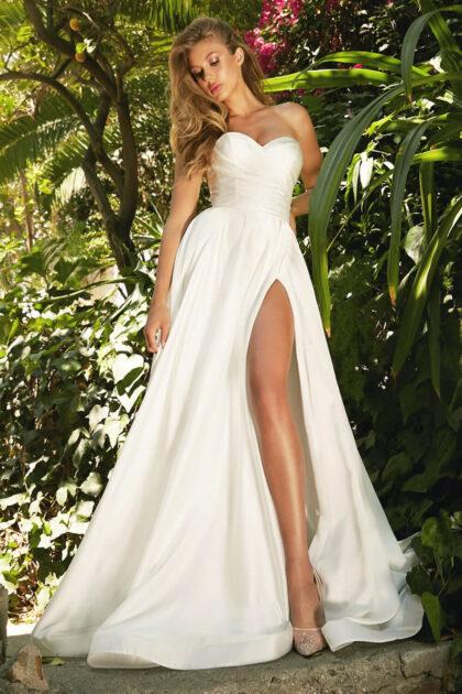 Vestidos de novia off shoulders económicos en Venezuela - Espectacular diseño moderno con abertura en la falda satinada - Bridal Room Boutique